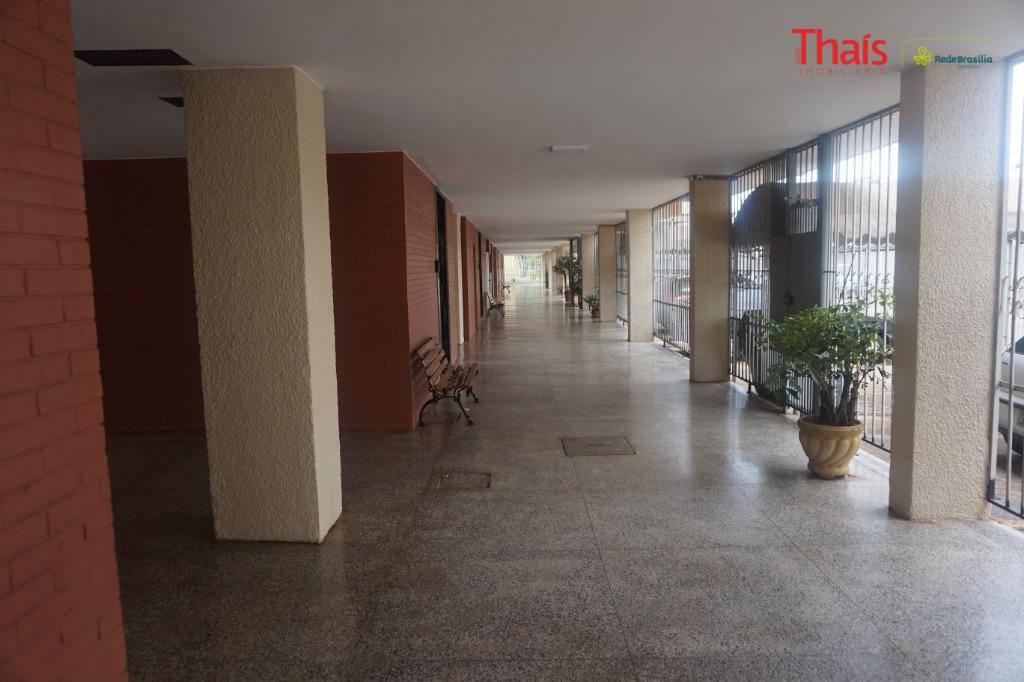 qi 08 bloco h - guará iapartamento de 02 quartos sendo 01 com armário, banheiro social,...