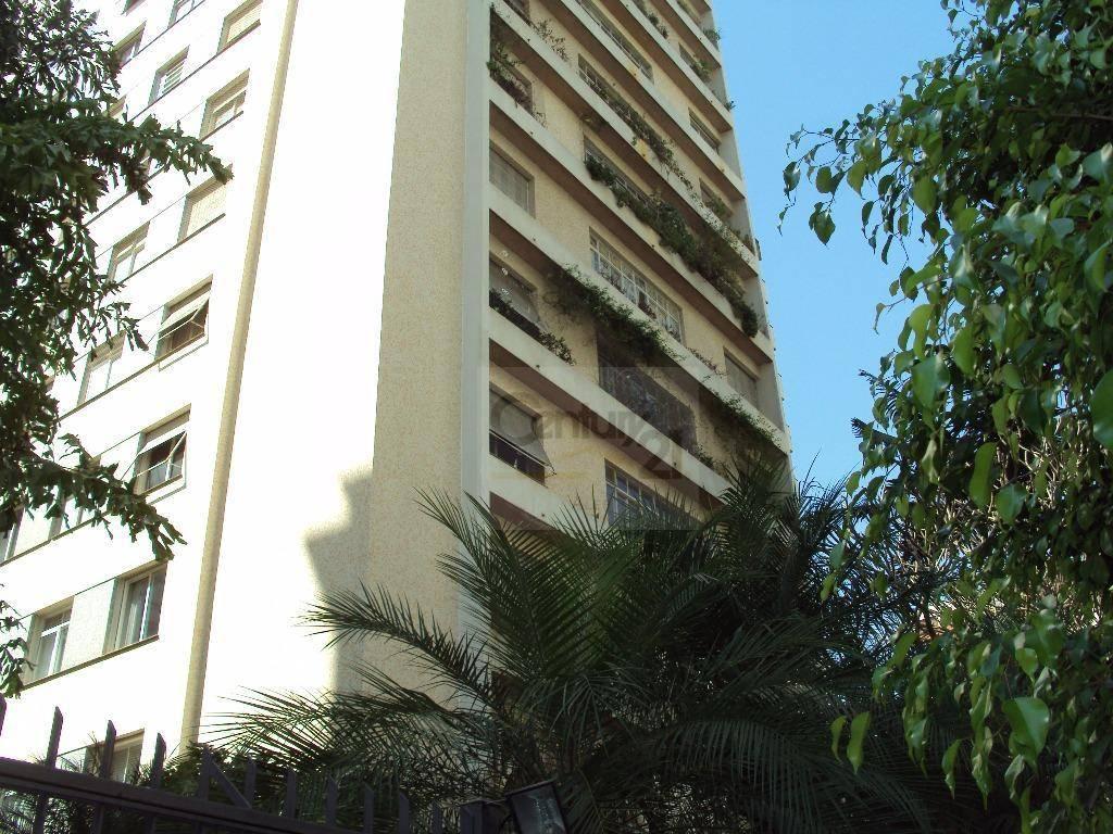 prédio de 1972 com arquitetura marcante formada no térreo de lindos pilares que margeiam o prédio...