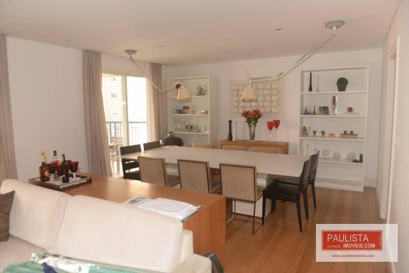 edifício clássico com 24 andares, 1 apartamento por andar, hall de entrada decorado com mármore, 2...