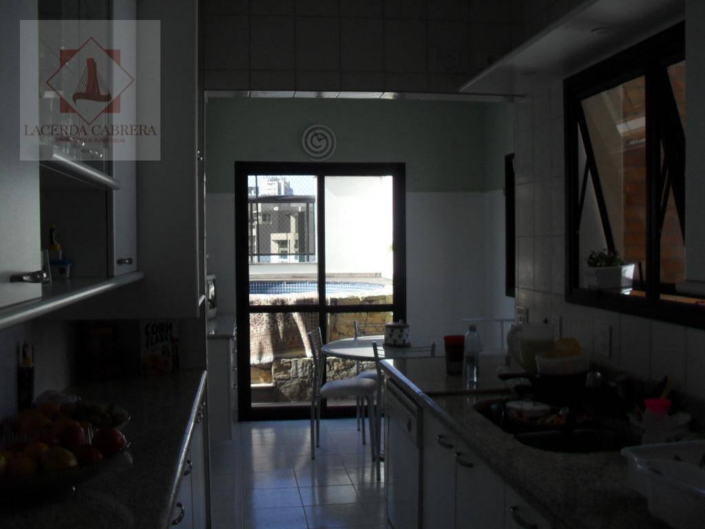 excelente cobertura com toda a parte social no piso inferior, 03 amplos ambientes de living, sala...