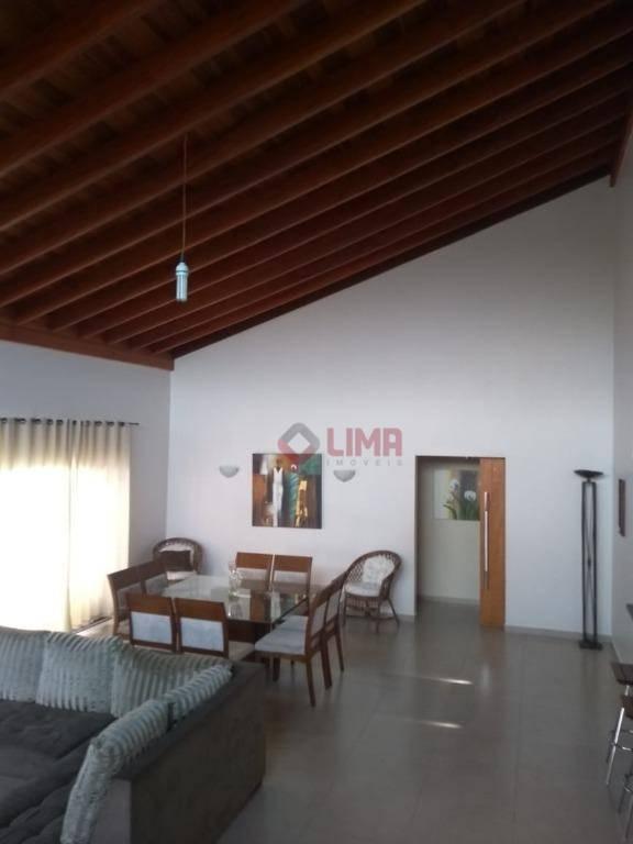 maravilhosa casa com sala com pé direito de 6 metros de altura, medindo 60 m² com...