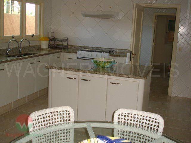 sobrado à venda no jardim acapulco em guarujá, ampla sala para vários ambientes com lavabo, lareira...
