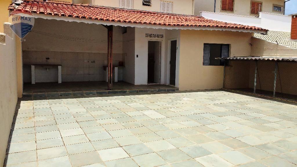 Casa com 3 dormitórios para alugar, 212 m² por R$ 2.500/mês  Rua Independência, 73 - Vila Rica - Atibaia/SP