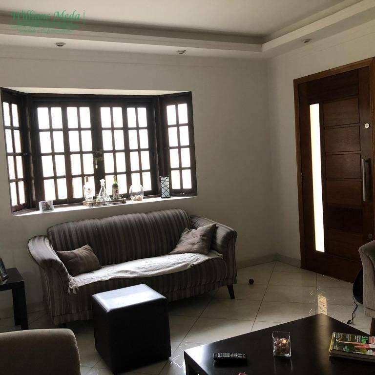 Sobrado com 3 dormitórios à venda por R$ 650.000. Aceita permuta de APARTAMENTO.