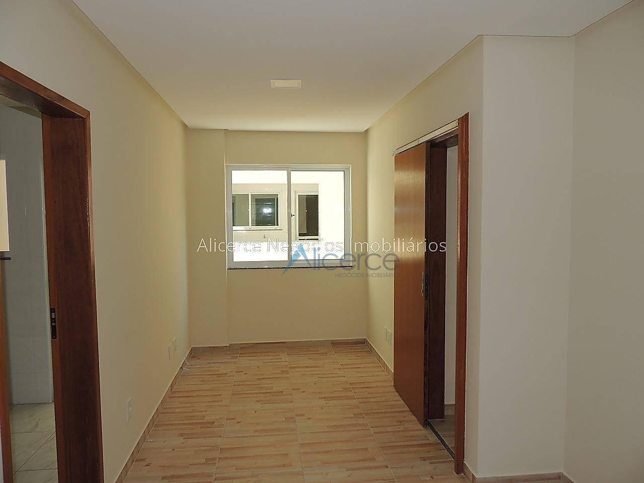 Apartamento com 2 dormitórios para alugar, 65 m² por R$ 800/mês - Progresso - Juiz de Fora/MG
