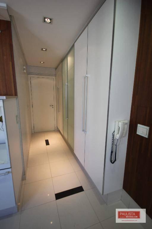 vendo excelente apto em moema. apto amplo, com living em 2 ambientes com piso em porcelanato,...