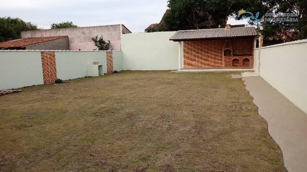 casa de terreno inteiro, área de churrasqueira coberta, terreno gramado, excelente acesso.agende sua visita!(21) 3694-4401 /...