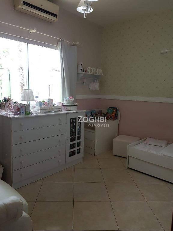 Linda Casa com área de lazer no Alphaville à venda