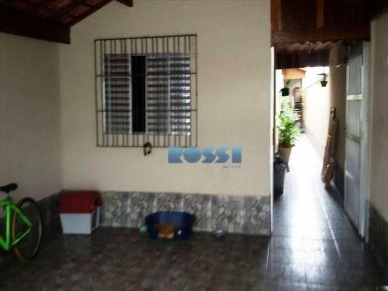 casa praia grande com 2 dormitórios, sendo 1 suíte, sala, cozinha, garagem para 2 carros, quintal,...
