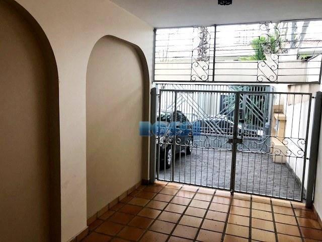 belo sobrado com 270 m² de área construída e 300 m² de terreno, localização privilegiada, contendo...