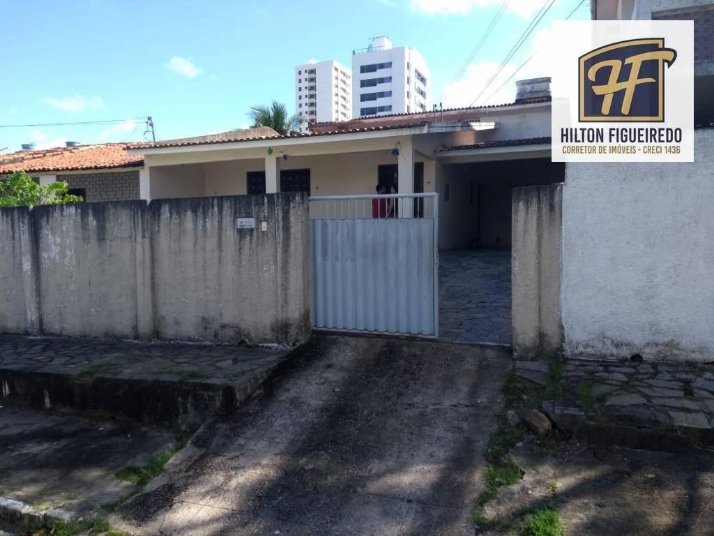 Alugo casa em tambauzinho, 200 metros de área, 3 quartos, sala, cozinha, vaga pra 3 carros. Ótima localização, Ideal para morar.