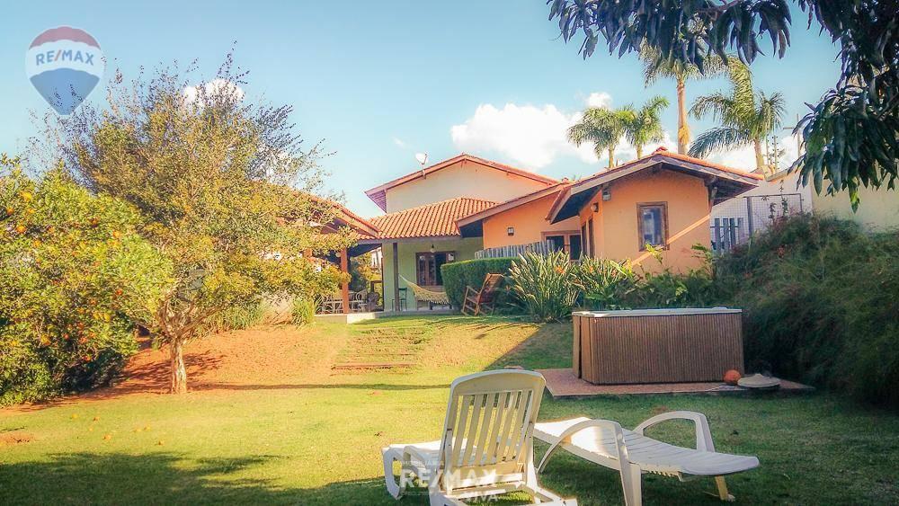 Casa em Oportunidade Única - Condomínio Osato