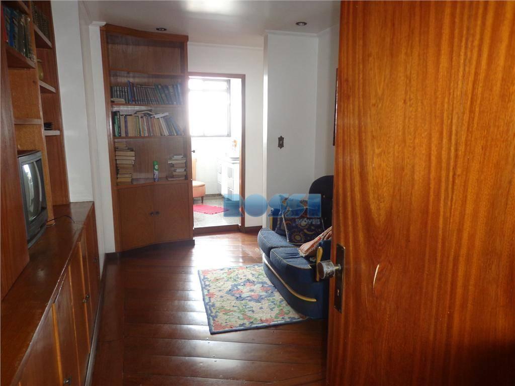 ótimo apartamento espaçoso.  03 dormitórios, sendo 01 suíte.  04 wcs.  lavabo.  sala 02 ambientes com sacada....