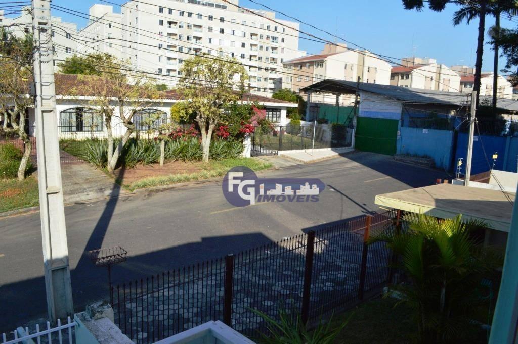 Belo Sobrado em ótimo local no Bairro do Portão