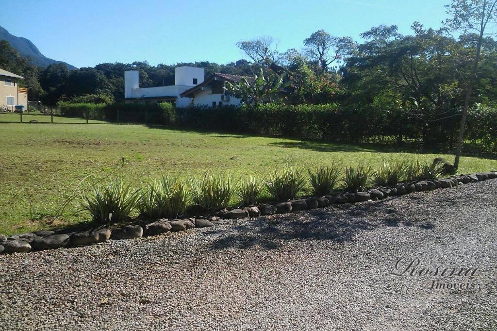 lindo terreno medindo 900 m² localizado em condomínio de chácaras de recreio em meio a mata...