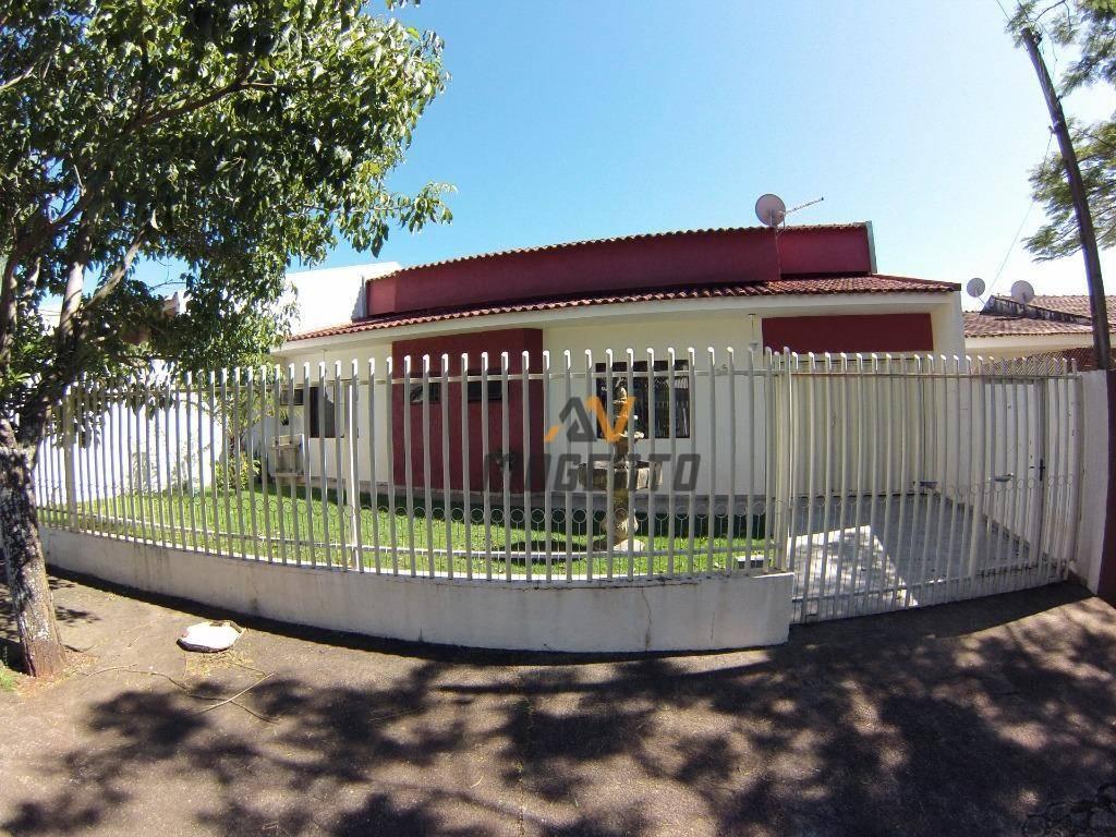 Casa com 3 dormitórios à venda, 188 m² por R$ 450.000