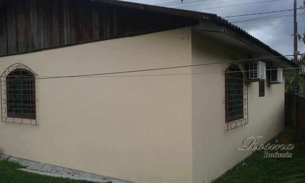 ótima casa em alvenaria medindo 70 m² distribuída em: 2 quartos, sala, cozinha, lavanderia, garagem coberta...