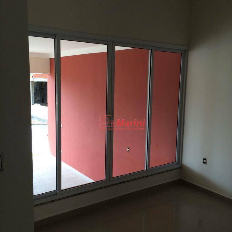 casa nova, com 3 suítes (1 c/ closet), área de luz e pé direito com 3...
