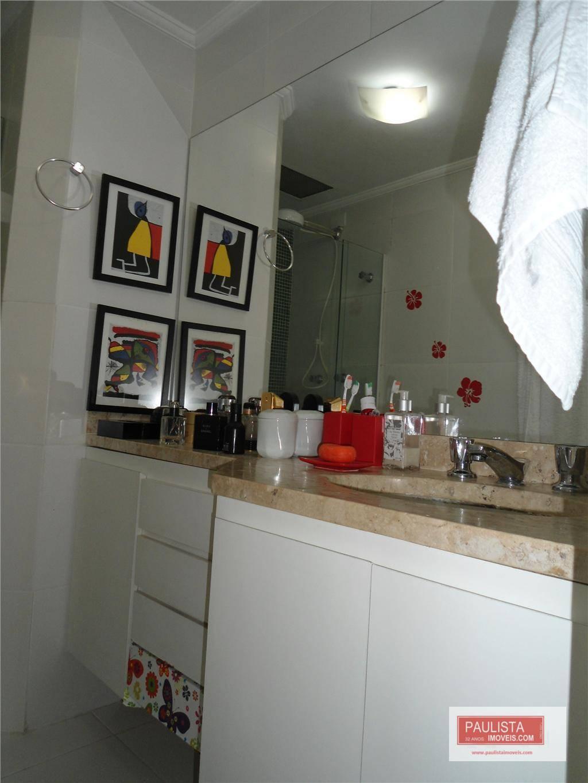 lindo apartamento com sacada , muito ensolarado, todo isolado bem distribuído, repleto de armários na cozinha,...
