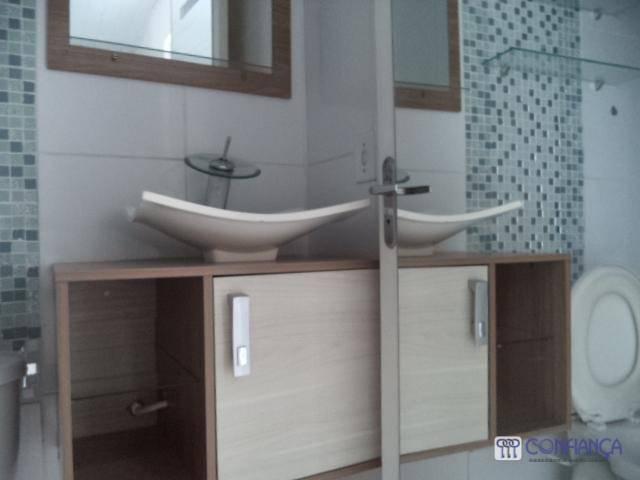linda casa duplex em condomínio fechado, com belíssima sala, linda cozinha com armários, área de serviço...