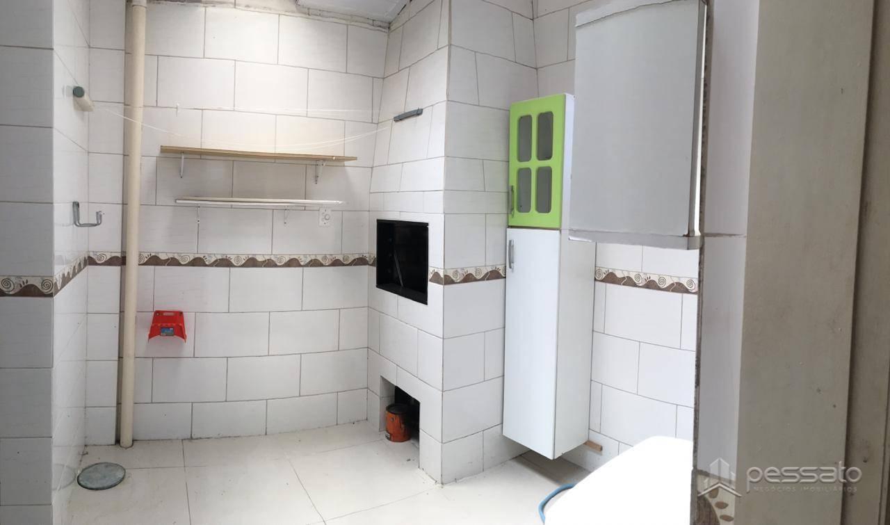 casa 3 dormitórios em Cachoeirinha, no bairro Vila Parque Brasília