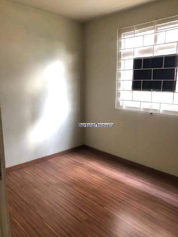 apartamento à venda, com dois quartos, térreo, com vaga demarcada e coberta. banheiro com box, sala,...