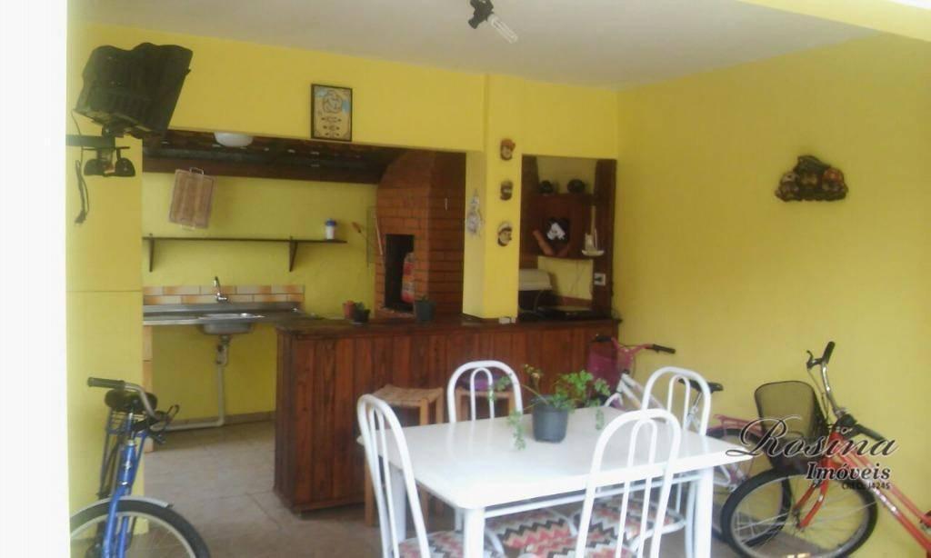 ótima casa toda em alvenaria localizada em um dos melhores bairros de antonina/paraná. `terreno medindo 360...
