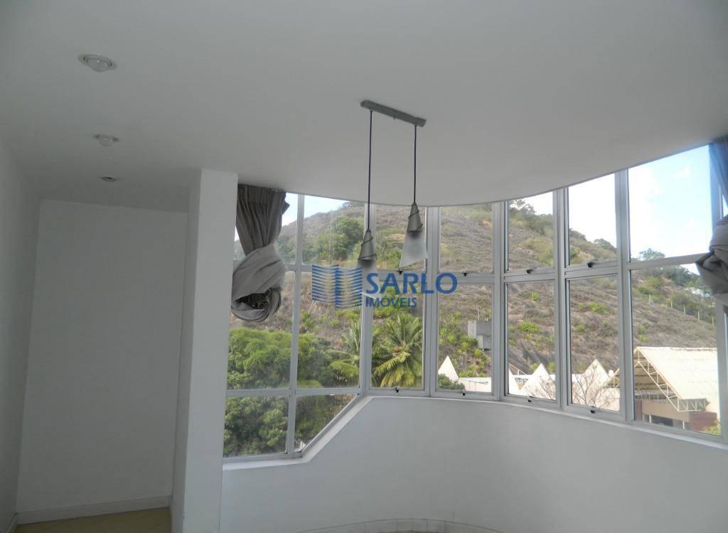 apartamento em excelente localização, com 01 dormitório sendo uma suíte, 02 salas, cozinha com armários, fogão,...