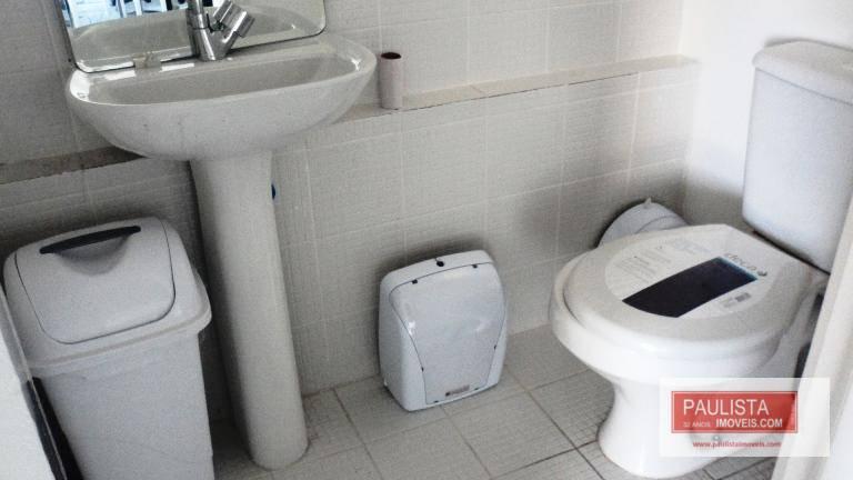 ótima conjunto comercia lmesas, cadeiras e utensílios de banheiro (espelho, porta papel e porta sabonete, assento)....