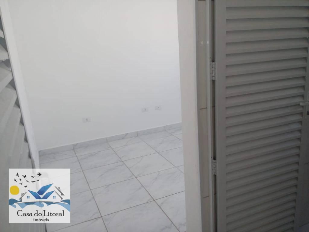 casa nova com 2 dormitórios,sendo uma suíte,banheiro social,sala,cozinha tipo americana, ótimo acabamento,área de serviço coberta,área coberta...