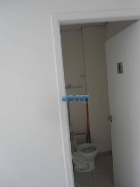 sala comercial 46 m² com 02 banheiros.