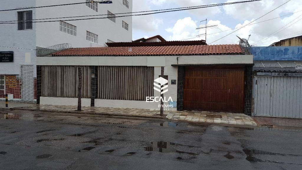 Casa plana a 80m da Jovita Feitosa, 108m², 3 quartos, 1 suíte, 2 vagas. Terreno 208,25m². Financia.