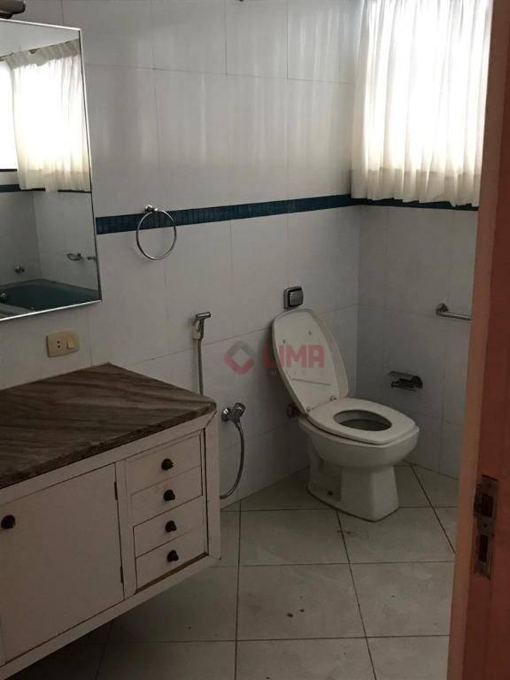casa ampla, localizada ao lado da praça portugal, região nobre de bauru com grande desenvolvimento comercial...