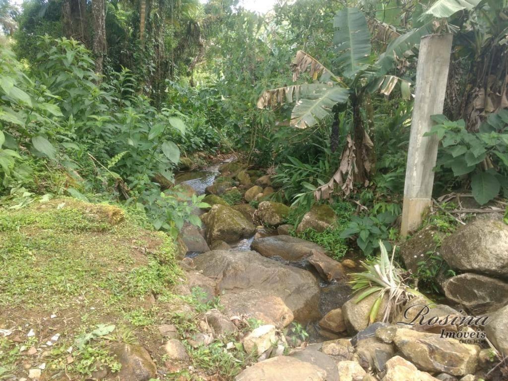 Terreno plano com fundos para um lindo rio localizado no Rio Sagrado