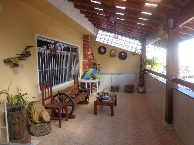 Linda casa com 3 dormitórios, 3 vagas, 3 banheiros área gourmet com fácil acesso a comércios e principais avenidas.