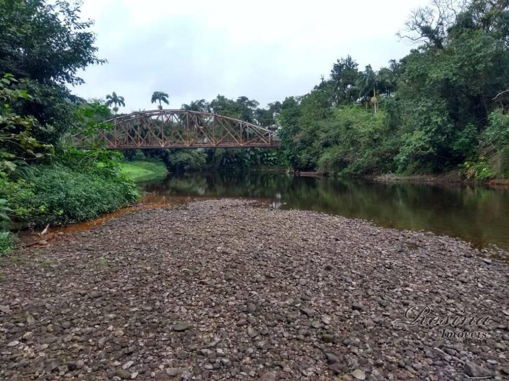 Ótima chácara com 3.056,00 m² próximo ao centro com fundos para o rio nhundiaquara