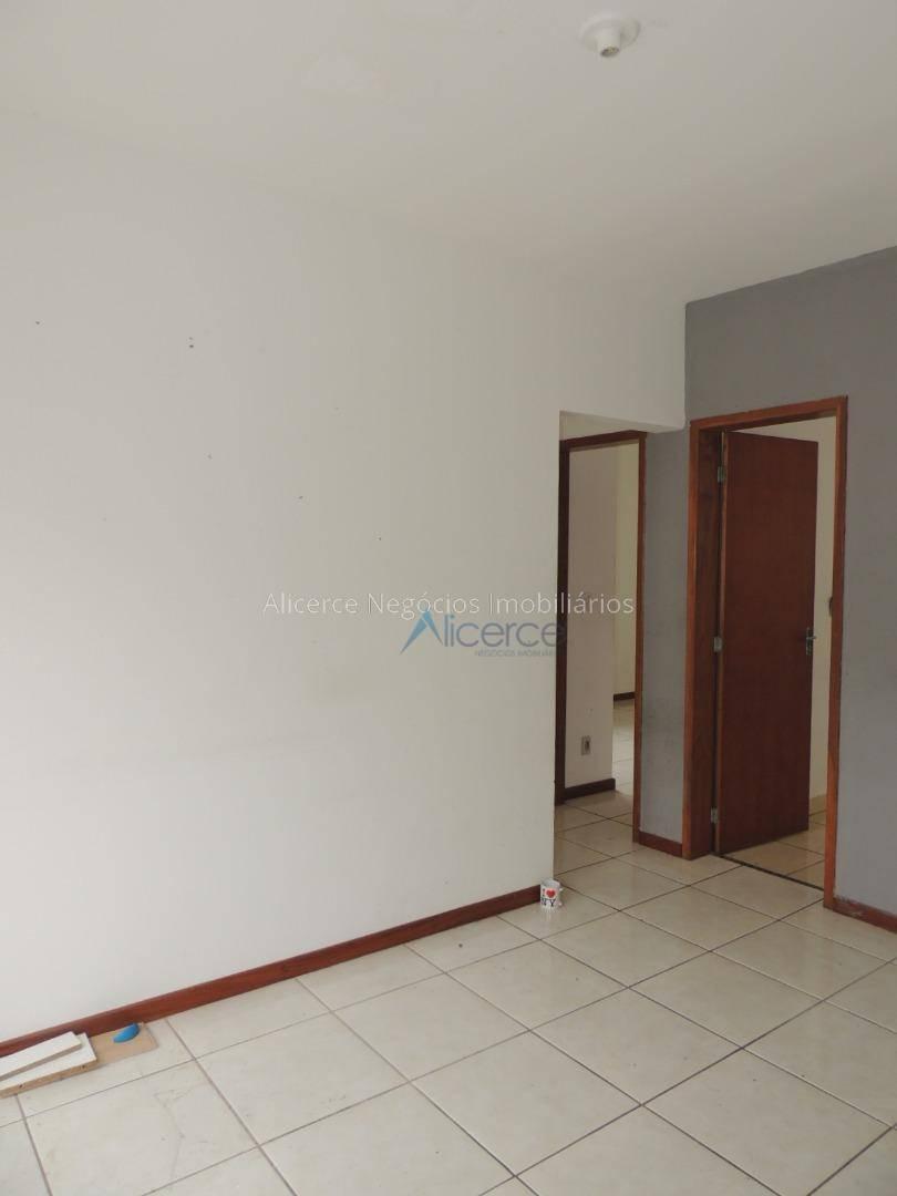 Apartamento com 2 dormitórios para alugar, 57 m² por R$ 600/mês - Santa Isabel - Juiz de Fora/MG