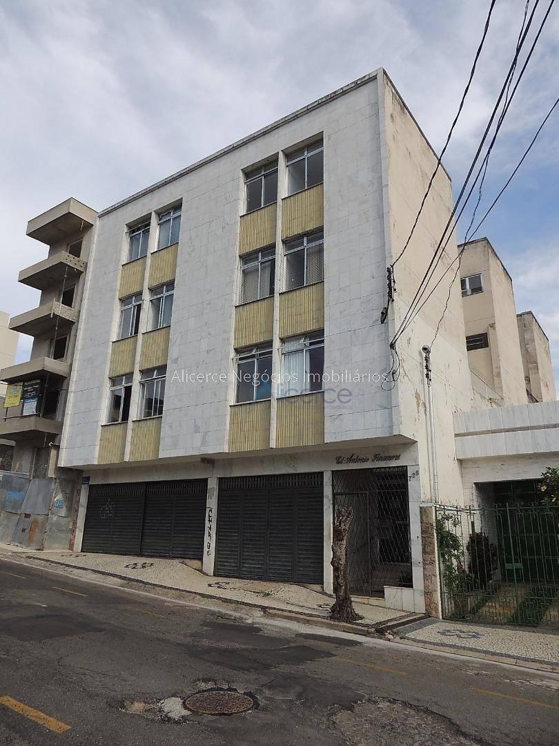 Apartamento com 2 dormitórios para alugar, 60 m² por R$ 850/mês - Passos - Juiz de Fora/MG