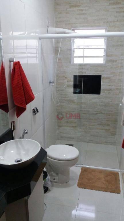 maravilhosa residencia rica em armários e com finíssimo acabamento, contendo 3 dormitórios, sendo 1 suíte com...