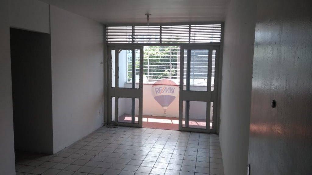 Apartamento â Venda no bairro da Encruzilhada, 02 quartos, 01 vaga, em frente ao banco Itaú