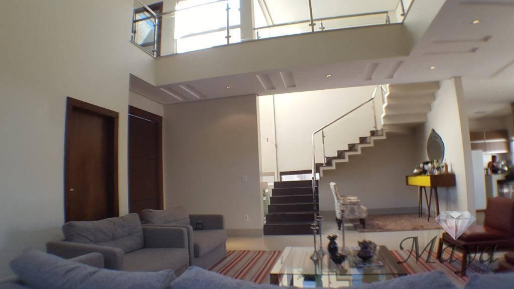 Sobrado 5 Suítes, 425 m² c/ armários e lazer na 303 Sul