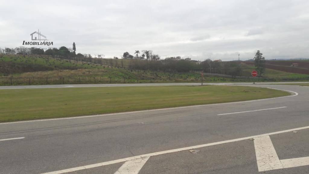 linda área, ótima localização, frente rodovia vinhedo/viracopos, 70.000,00 m². pouco aclive, praticamente plana. próximo as principais...