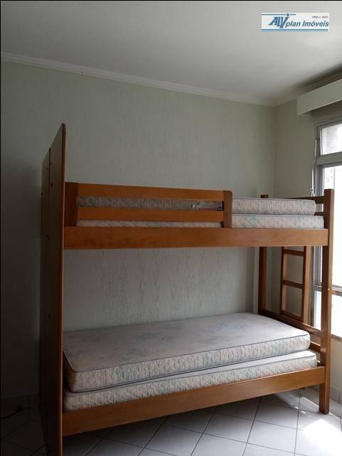 apartamento em santos,bairro gonzaga, andar alto,sala ampla, cozinha , banheior social reformado, 1 vaga de garagem.