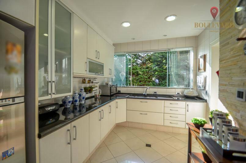 Casa em Condomínio com Piscina em Quatro Barras
