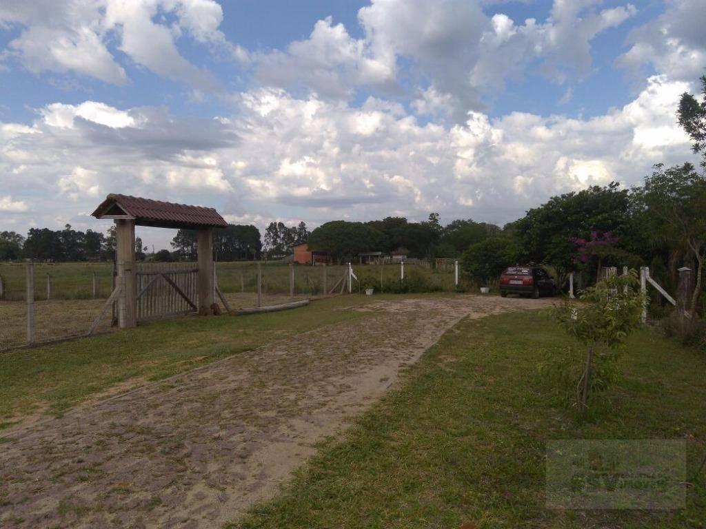 condomínio goufe iii, nas margens da rodovia rs 040, dispondo de 555 m² plano com um...