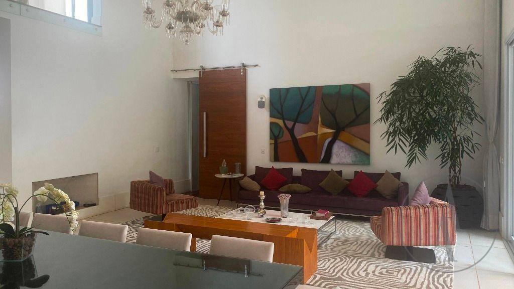 Casa com 5 Quartos,  , 1055 m²