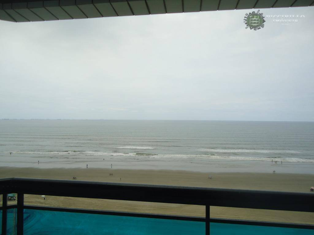 Apartamento de 2 dormitórios de frente para o mar em V. Tupi