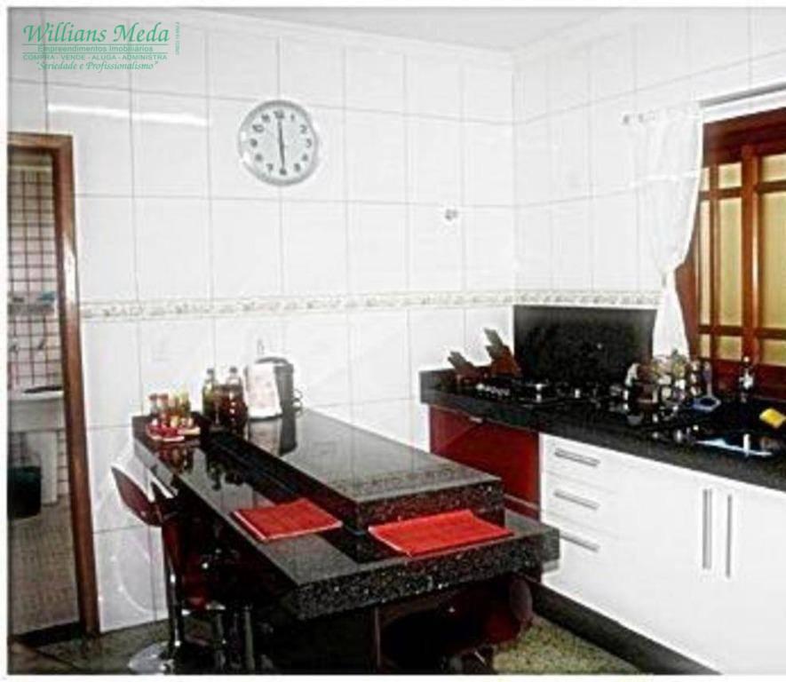 Sobrado 3 dormitórios, sendo 1 suíte, 4 vagas, Vila Milton, Guarulhos.