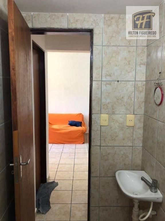 Vendo apto mobiliado no bairro de bodocongó próximo à UEPB e UFCG. 2 qtos, wc, sla, coz, are serv, 1 vaga descb, slao de fest, port 24h . R$ 90 mil