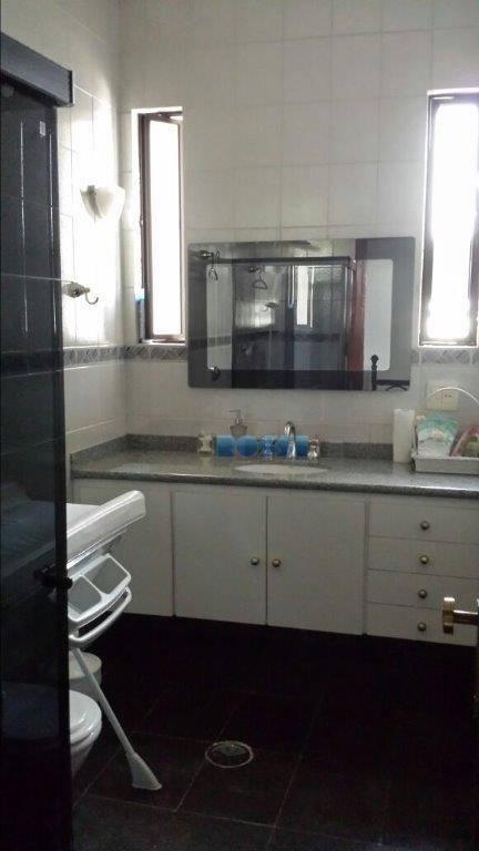 excelente sobrado.3 dormitórios, sendo 2 suítes - suíte máster com hidro. 4 wcs. 3 salas. cozinha...